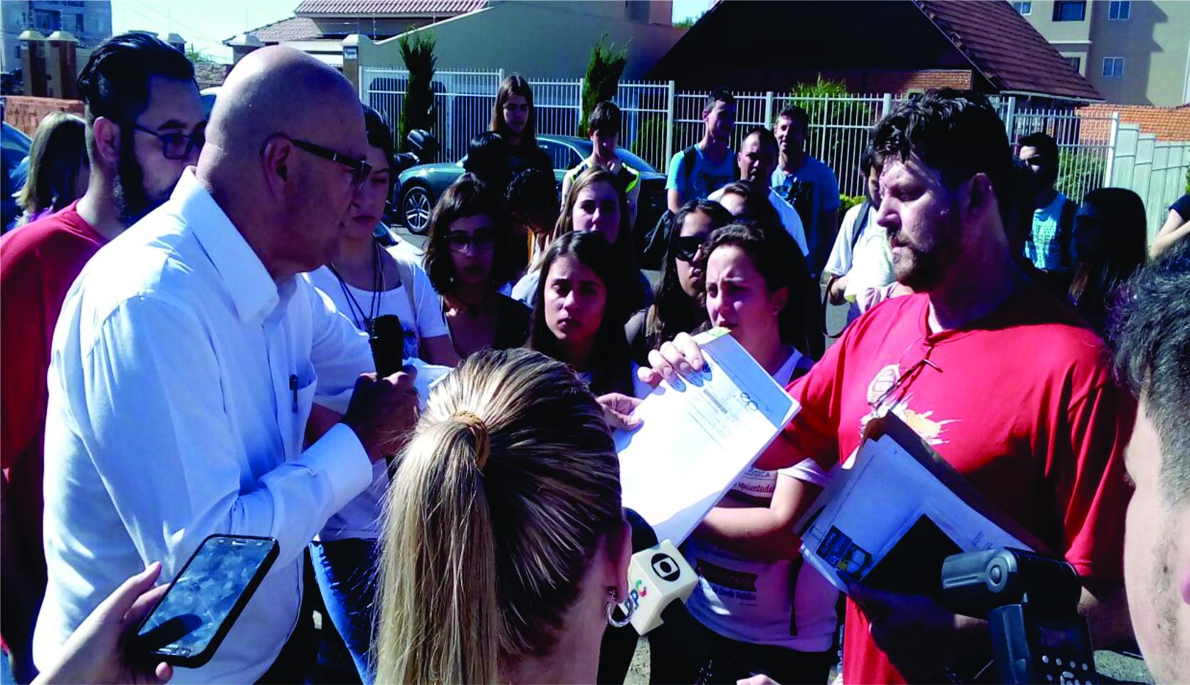 Em ato com Acadêmicos da UEPG, SINTESPO cobra providências do governo sobre a segurança do Campus